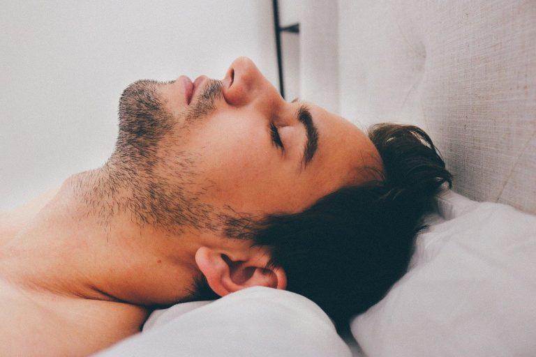 Czy powinniśmy radykalnie walczyć ze swoim łysieniem?